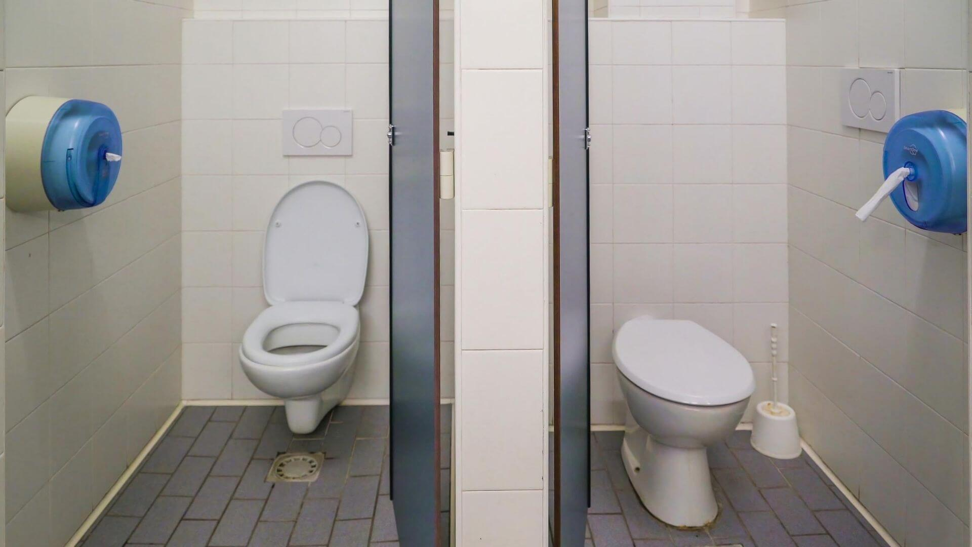 Can Two Toilets Share the Same Drain